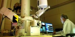 Foto scienziato in laboratorio